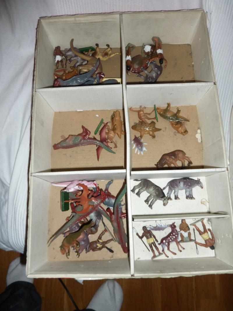 Les figurines Starlux : préhistoire, animaux, soldats etc... P1030613