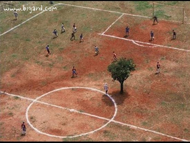 Terrains de foot insolites Afriqu10