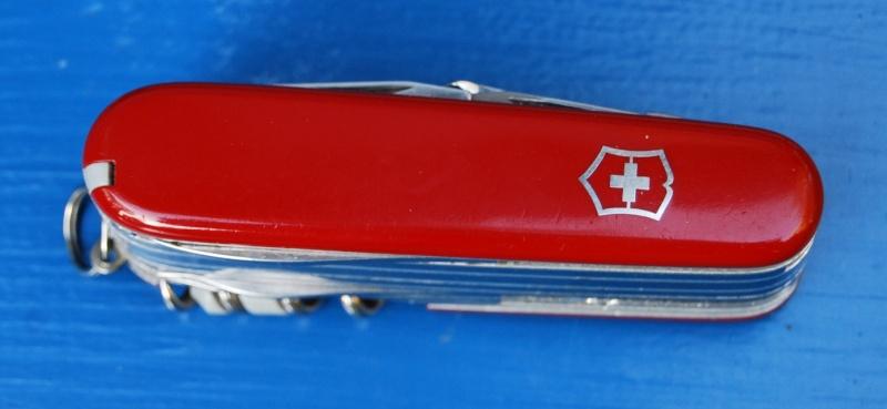 Couteaux suisses (Victorinox et Wenger) - Page 2 Dsc_0423