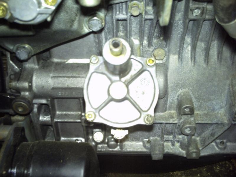 Comment remplacer l'axe de pompe à huile sur 2,1 turboD Photo111