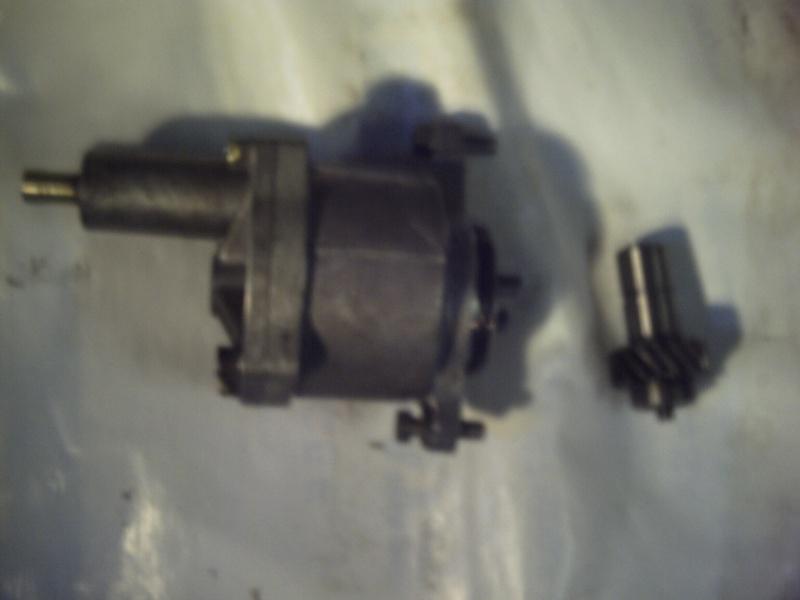 Comment remplacer l'axe de pompe à huile sur 2,1 turboD Photo113
