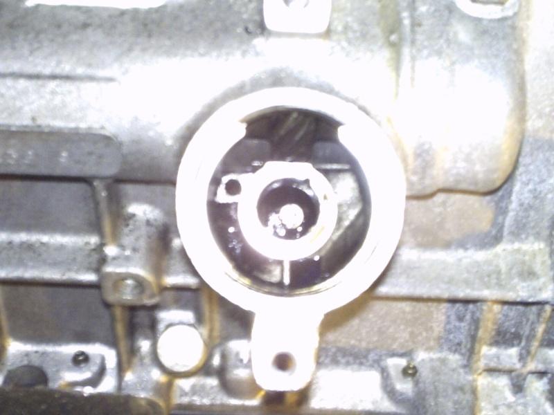 Comment remplacer l'axe de pompe à huile sur 2,1 turboD Photo114