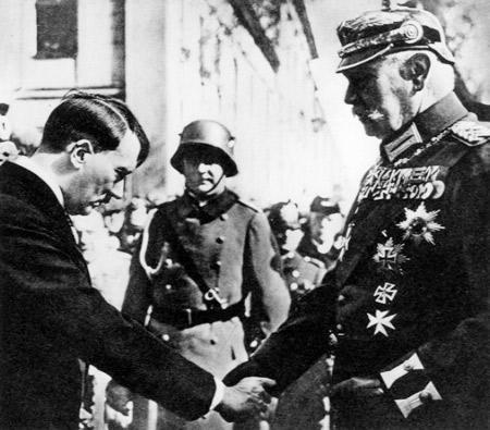 Parlons d'histoire - Page 32 Hitler10