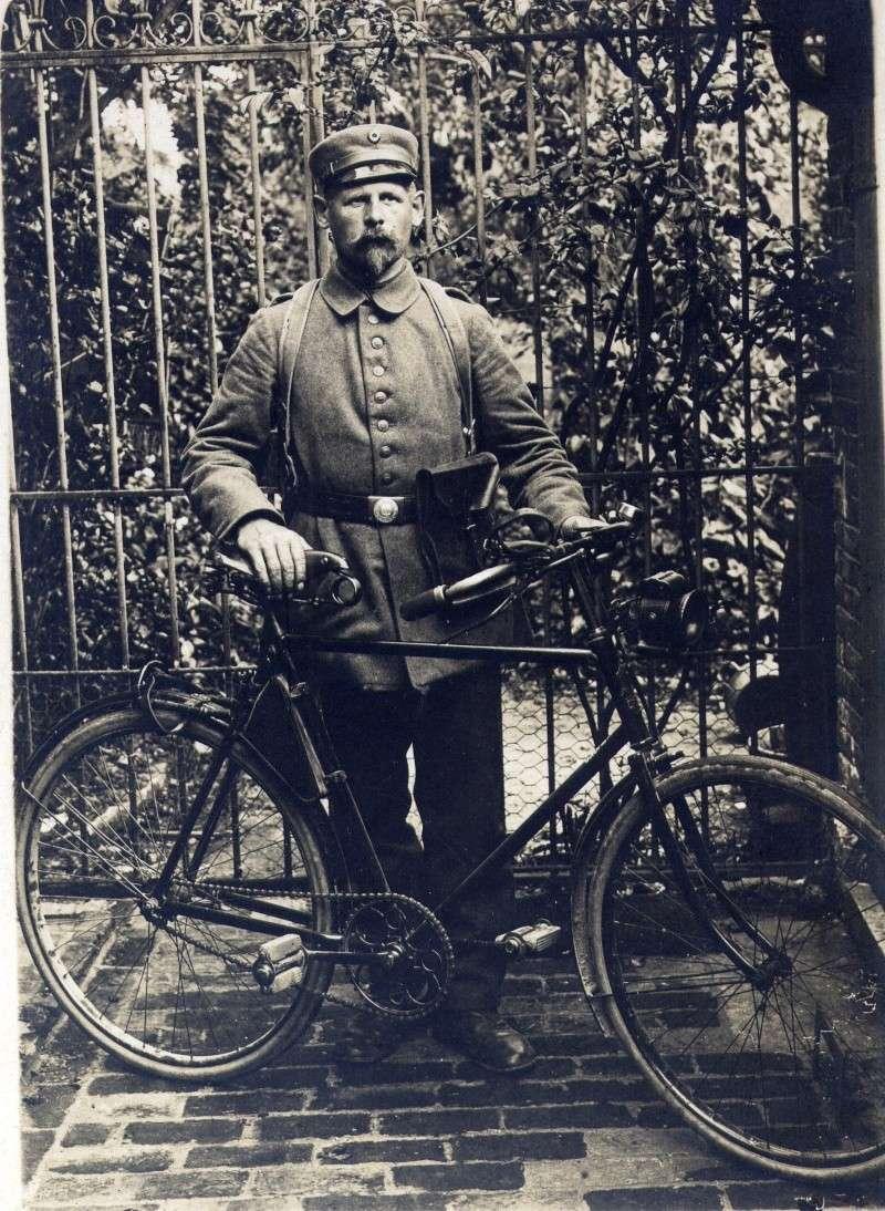 ALLEMAGNE, les cyclistes combattants Dec02320