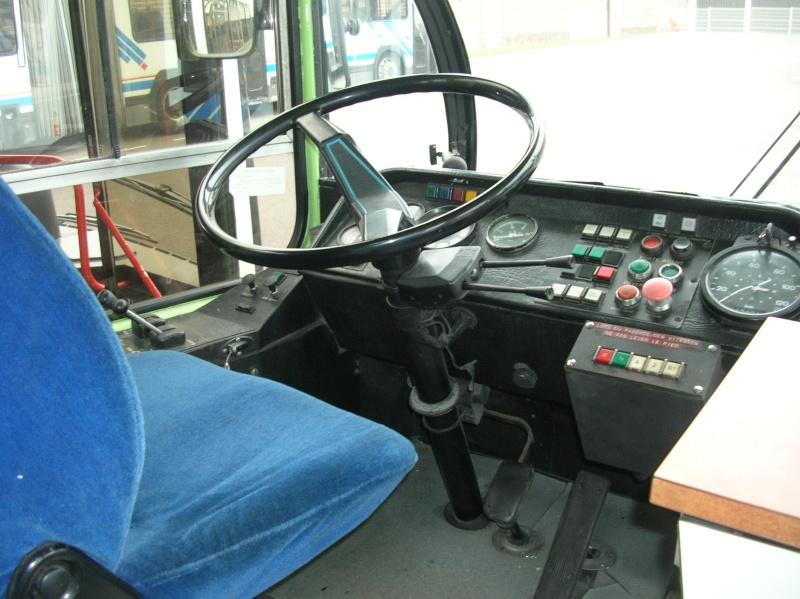 [Matériel roulant] Saviem SC10U-244-DPA (Art de Villes) Cabine10