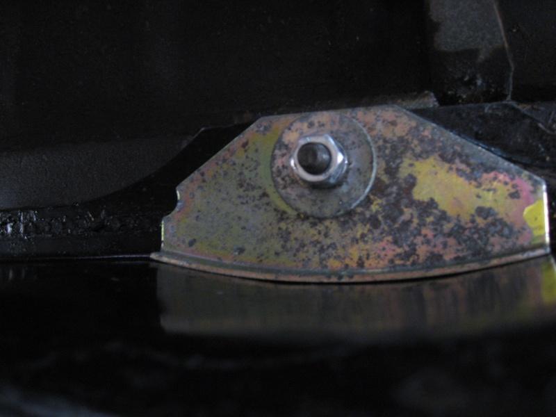 Dépose réservoir à carburant Demont15