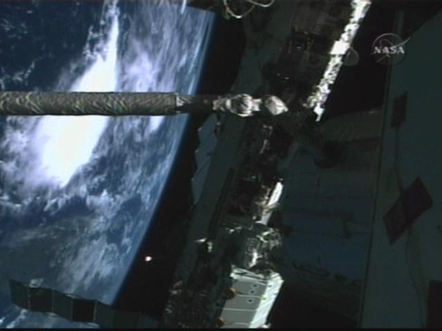 [STS123] EVA1 Vlcsna30