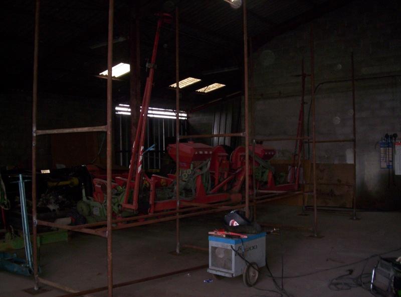 Et ça continue!!!...Construction du podium!!!: 100_2042