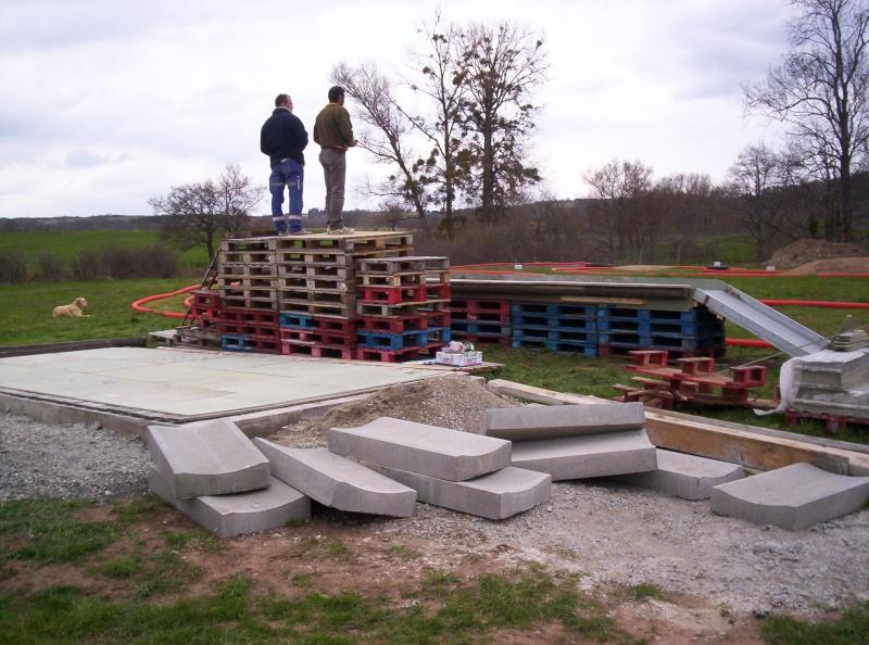 Et ça continue!!!...Construction du podium!!!: 100_2043