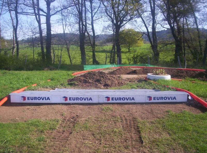 Et ça continue!!!...Construction du podium!!!: 100_2114