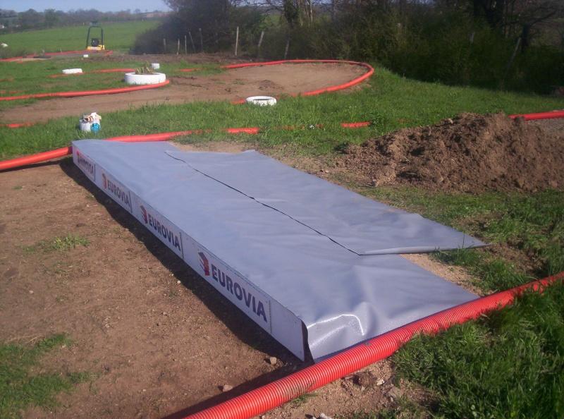 Et ça continue!!!...Construction du podium!!!: 100_2115
