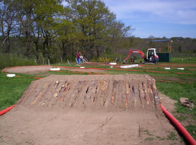 Et ça continue!!!...Construction du podium!!!: 100_2124