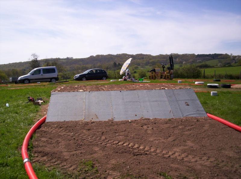 Et ça continue!!!...Construction du podium!!!: 100_2125