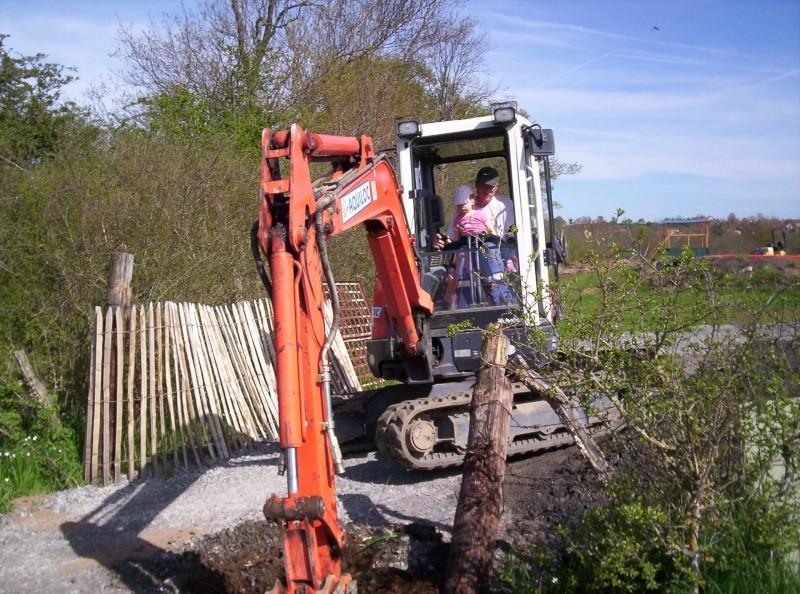 Et ça continue!!!...Construction du podium!!!: 100_2128