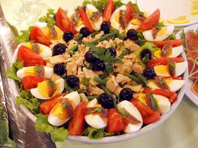 سلطة طماطم و بيض و زيتون و سردين Fdgfdg10