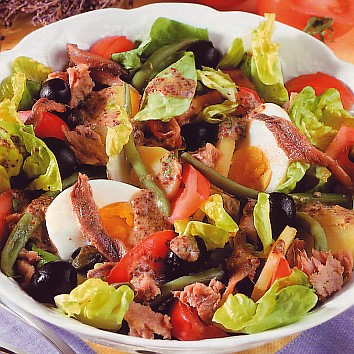 سلطة طماطم و بيض و زيتون و سردين Tyutyu10