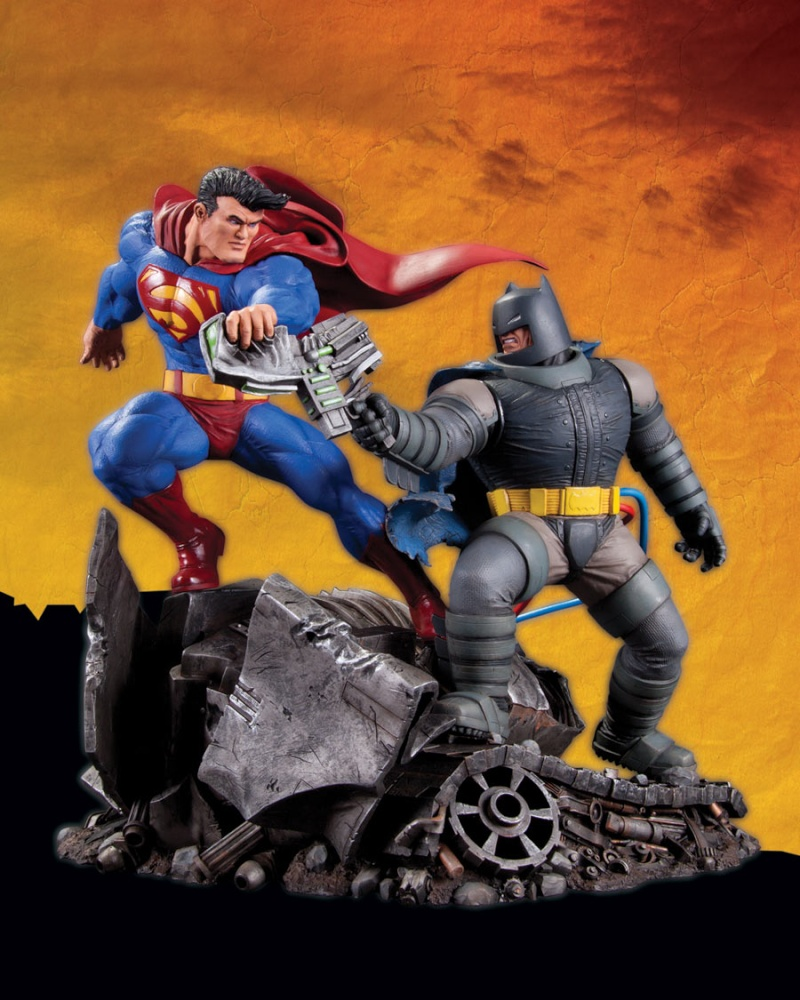 THE DARK KNIGHT RETURNS - Superman VS Batman Statue  Tdkr_s10