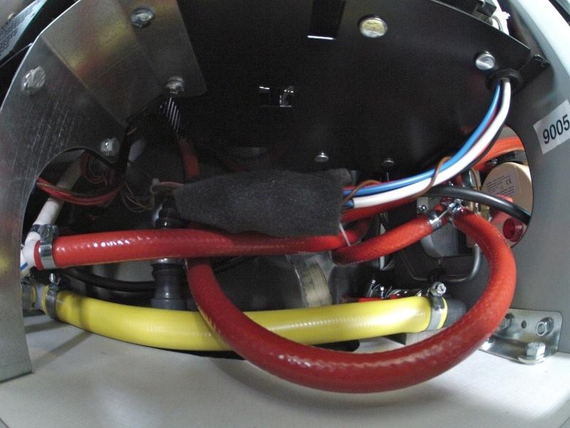 eau chaude, réservoir supplémentaire et centrale électrique Gopr0227