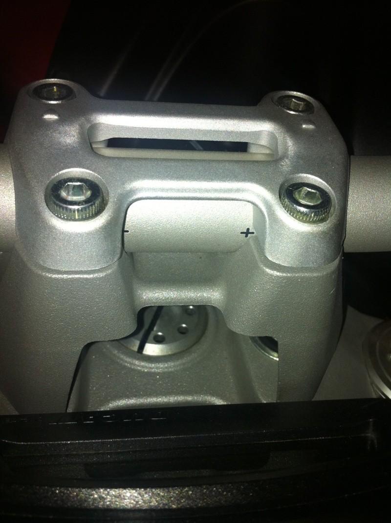Une chtite photo pour m'aider à règler mon guidon après montage risers !! Img_1210