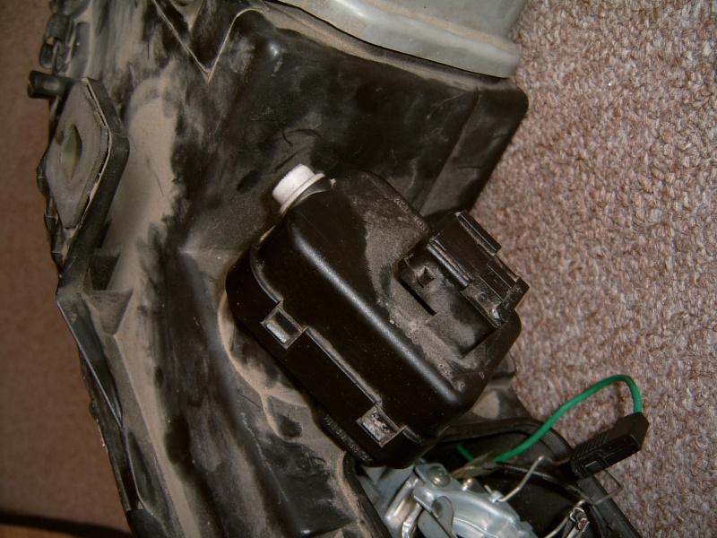 Photo de la commande de réglage automatique des phares Suc30024