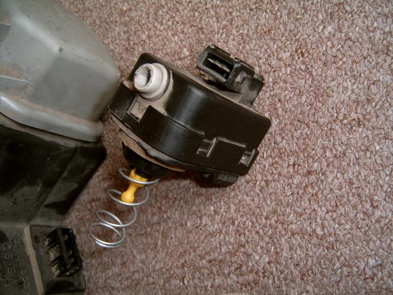 Photo de la commande de réglage automatique des phares Suc30025