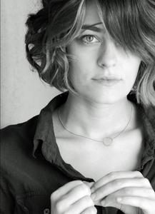 Clementine Ford (Molly Kroll) 1adqfz10