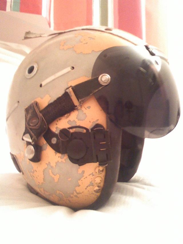Rénovation casque de pilote aéronavale années 70. 03030810
