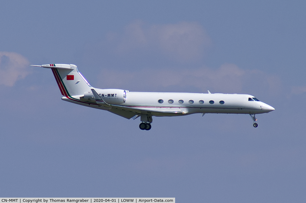 FRA: Avions VIP, Liaison & ECM - Page 24 Ac158610