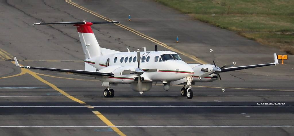 Beechcraft Super King Air 350ER - Page 4 Clipb207