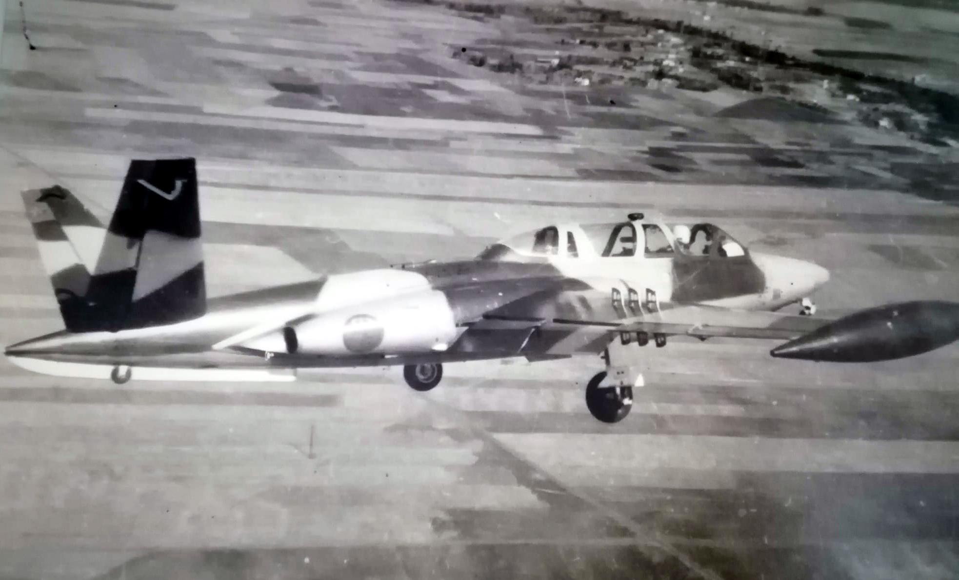 FRA: Photos anciens avions des FRA - Page 12 Clipb243