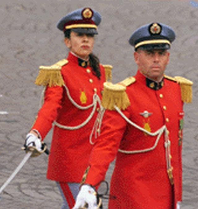 La Garde Royale Marocaine / Moroccan Royal Guard - Page 11 Clipb444