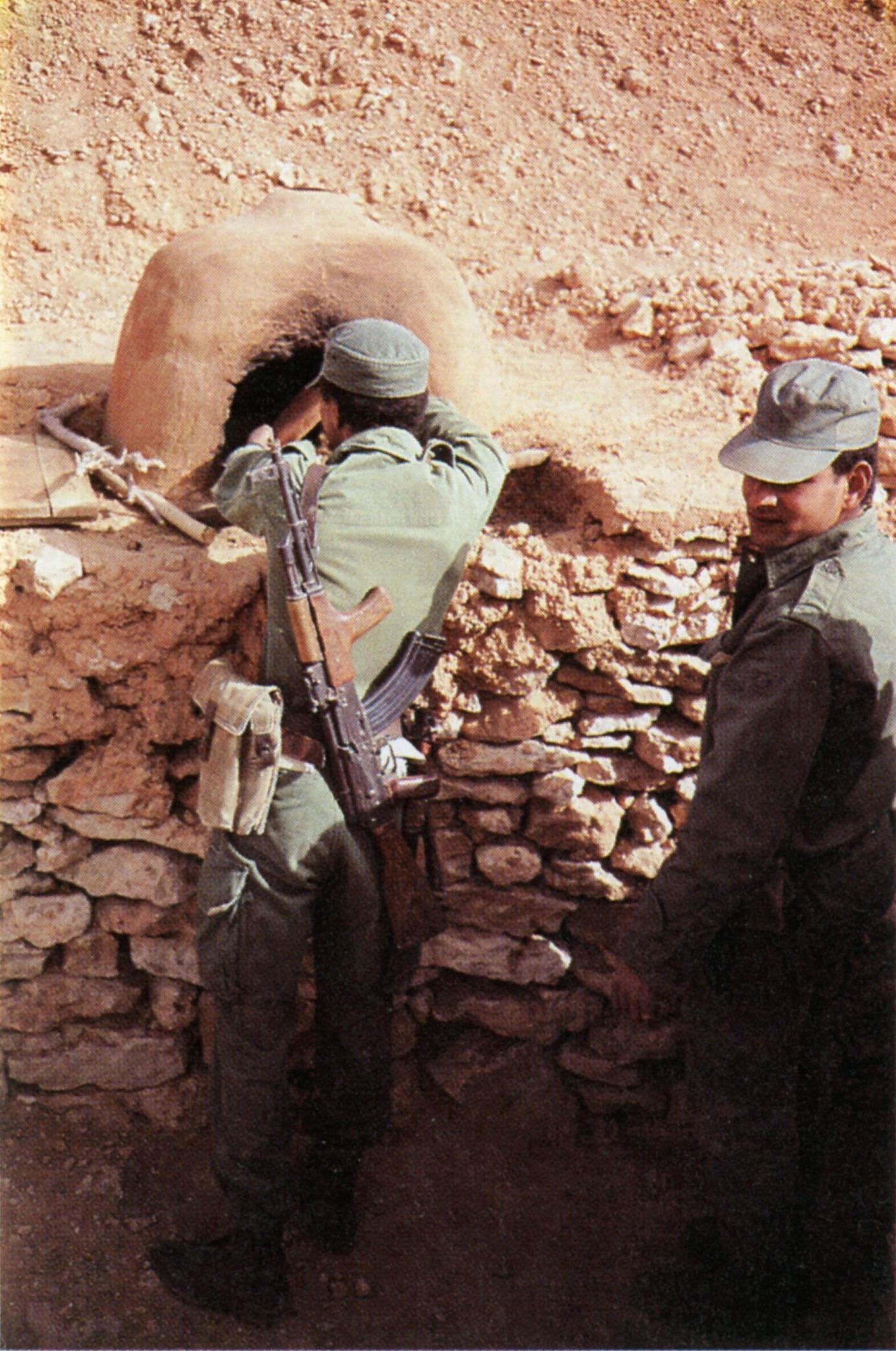 Le conflit armé du sahara marocain - Page 16 Four10