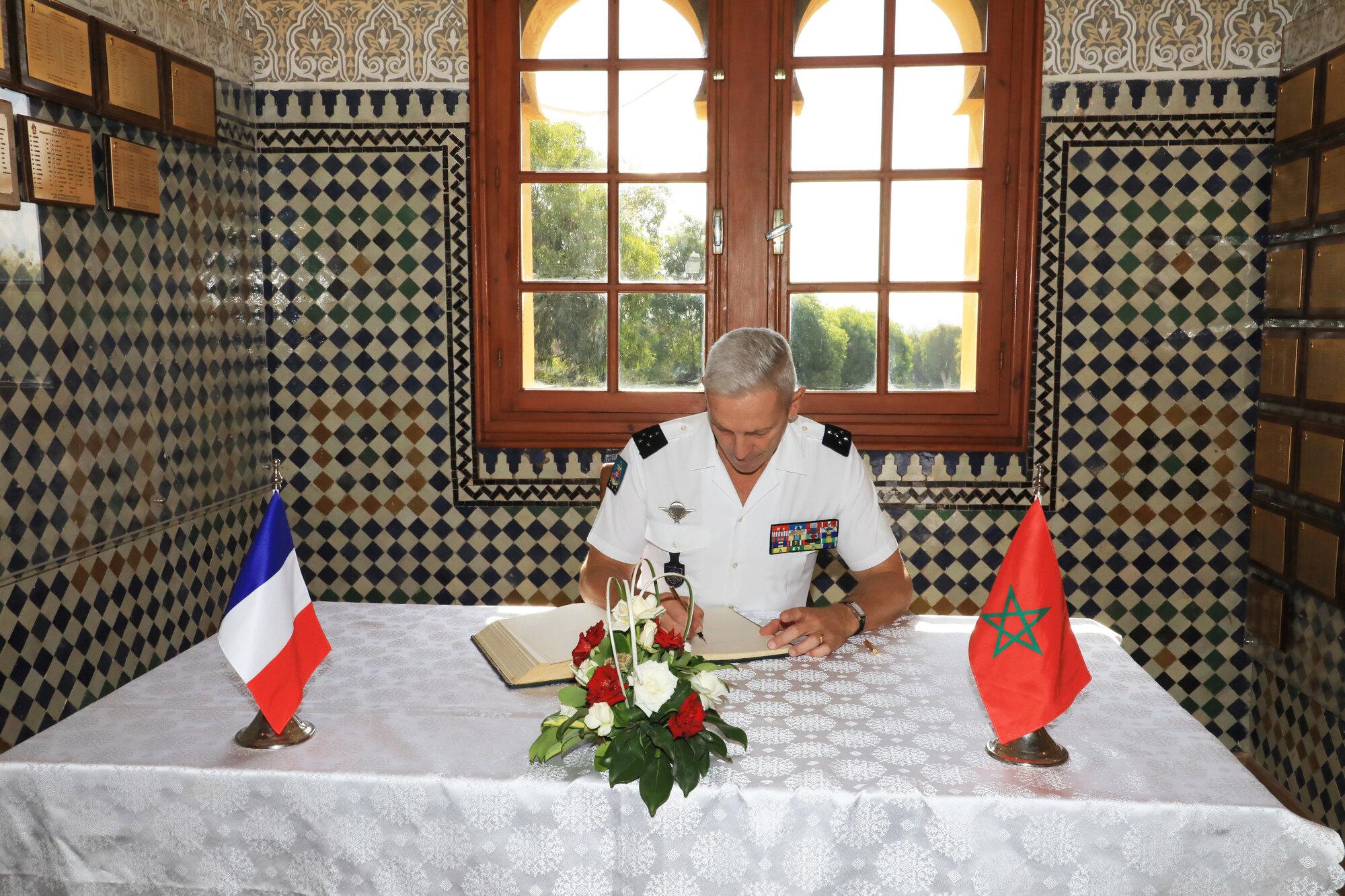 Coopération militaire Maroco - Française  - Page 5 Fr-00510