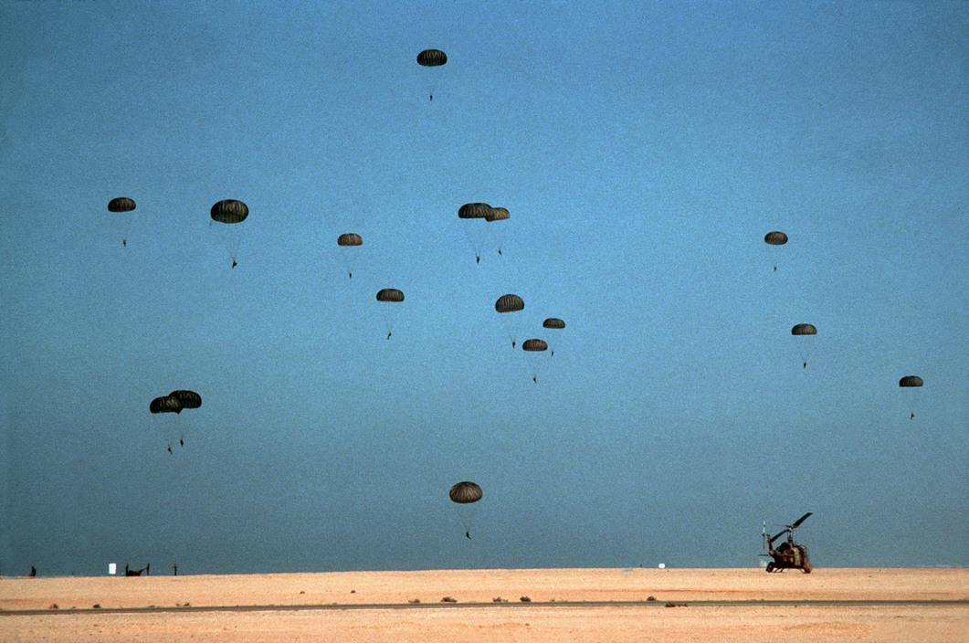 Parachutistes Militaires Marocains / Moroccan Paratroopers - Page 14 Par36010