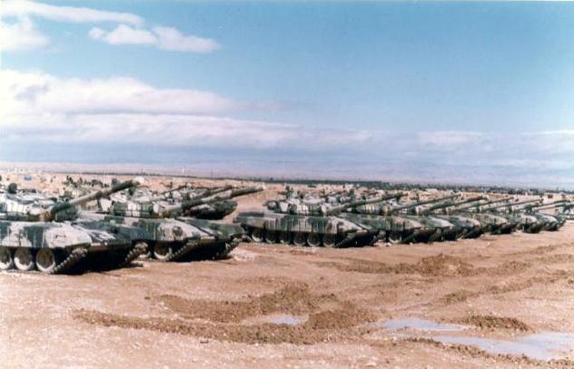 Chars T-72B/BK MArocains // Moroccan Army T-72B/BK Tanks - Page 6 T-72b10