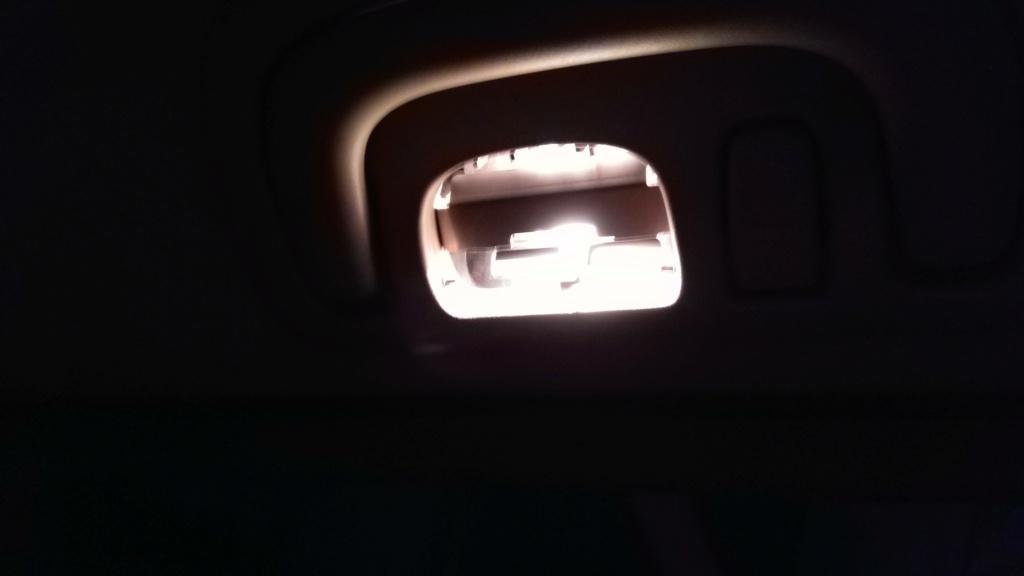 [TUTO OU ASTUCE] Remplacer les ampoules T10 de la console centrale par des LEDS Img_2082