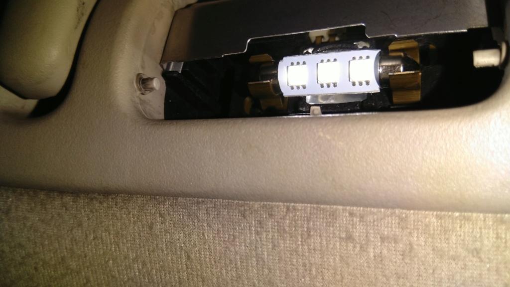 [TUTO OU ASTUCE] Remplacer les ampoules T10 de la console centrale par des LEDS Img_2087