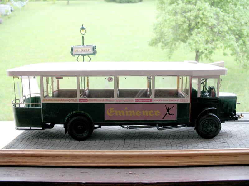 Bus Renault, 2cv et marché. Dioram34