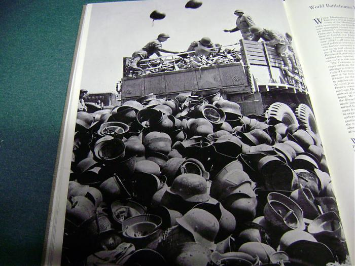 Des montagnes de casques... Helmet12