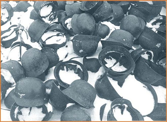 Des montagnes de casques... Helmet17