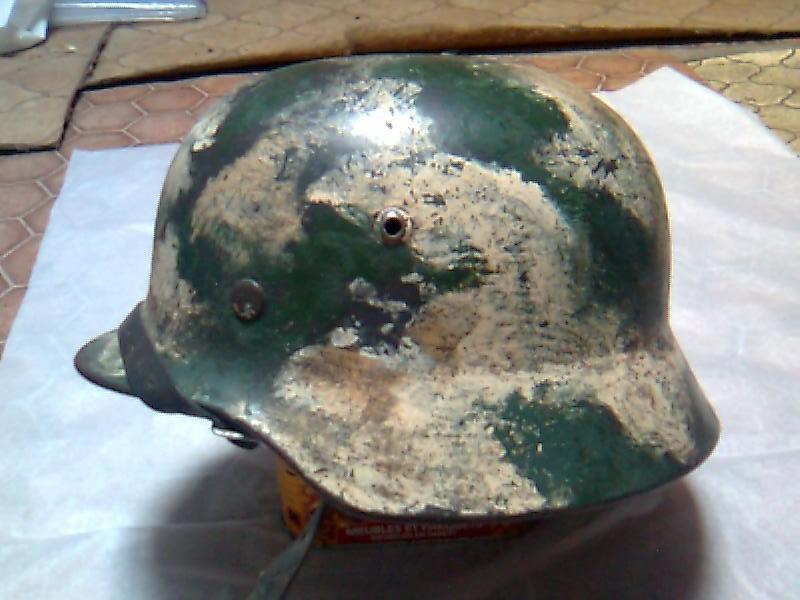 Camouflage pas courant sur un casque allemand. Photo010