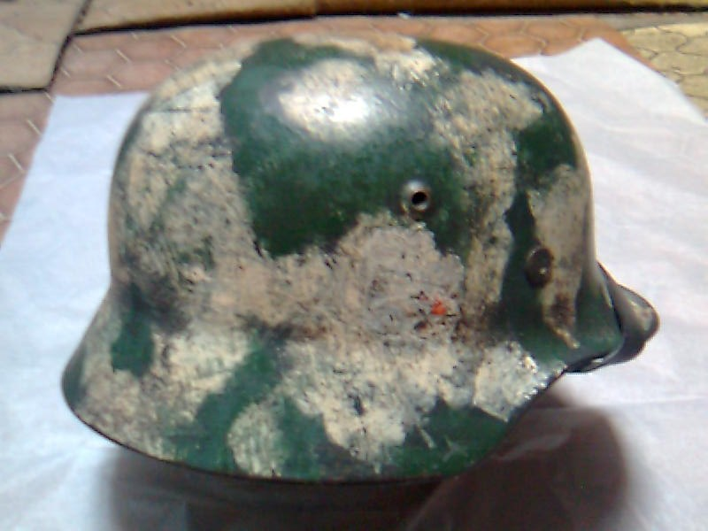 Camouflage pas courant sur un casque allemand. Photo012