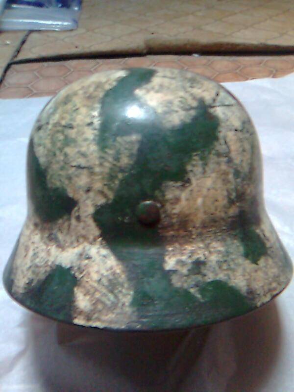 Camouflage pas courant sur un casque allemand. Photo013