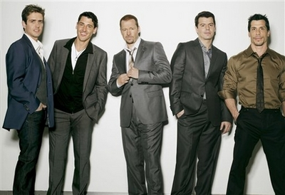 It's official, NKOTB reunite Donnie and all! Nostal10