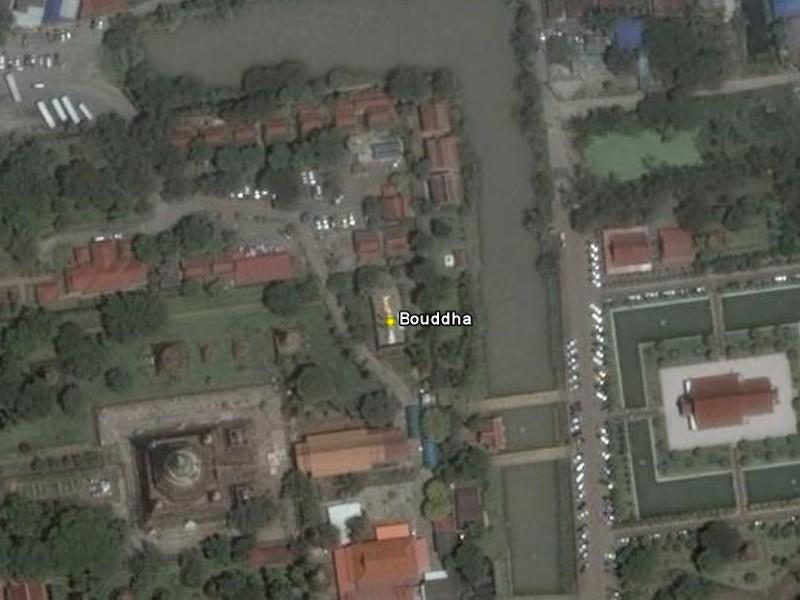 Les statues de Bouddha découvertes dans Google Earth - Page 7 Bouddh10