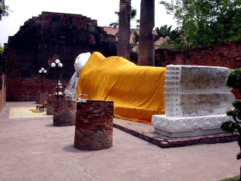 Les statues de Bouddha découvertes dans Google Earth - Page 7 Bouddh11
