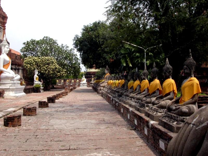 Les statues de Bouddha découvertes dans Google Earth - Page 7 Bouddh12