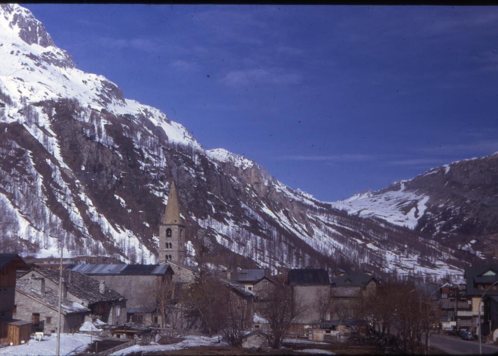 [Val d'Isère] Photos d'archive de la station et des environs - Page 4 1972_011
