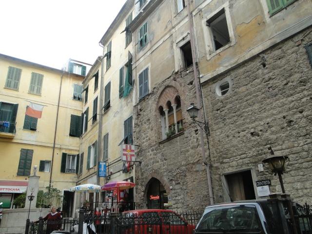 VINTIMILLE (ITALIE) I4 OCTOBRE 2011 - Page 2 Dsc00557
