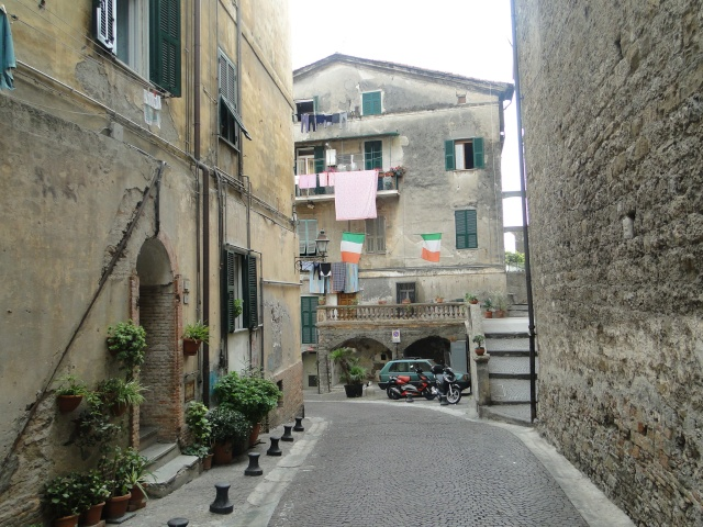 VINTIMILLE (ITALIE) I4 OCTOBRE 2011 - Page 2 Dsc00559
